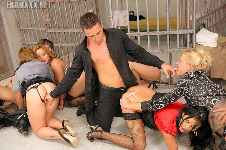 порно в жиночих тюрьмах