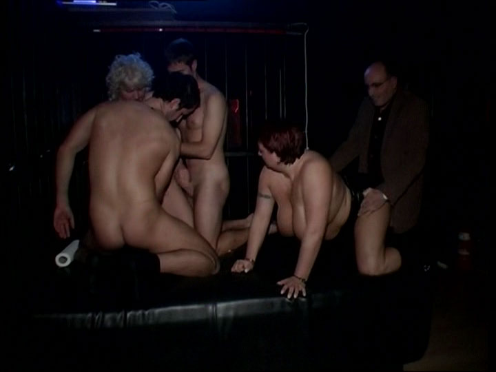 Private Gangbang Sex Party im Wohnzimmer -